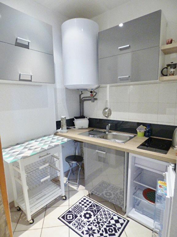 Appartement à louer 2 29m2 à Nîmes vignette-2