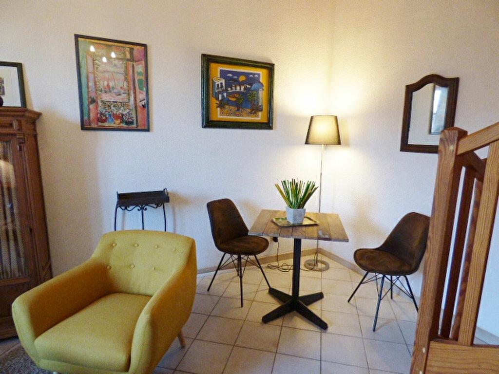 Appartement à louer 2 29m2 à Nîmes vignette-3