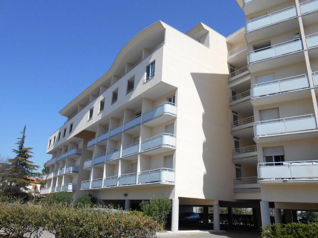 Appartement à louer 1 22m2 à Nîmes vignette-3