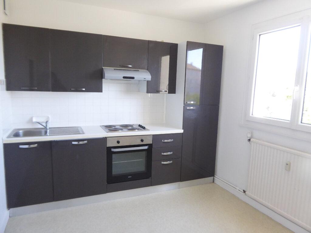 Appartement à louer 3 62.66m2 à Limoges vignette-1