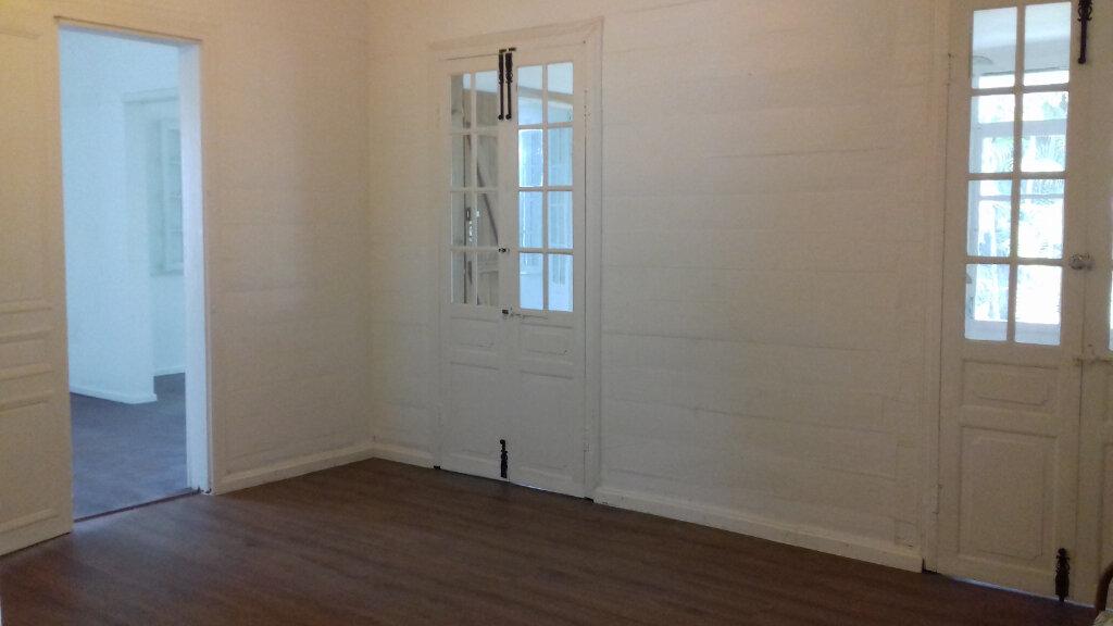 Maison à louer 6 140m2 à Le Tampon vignette-5