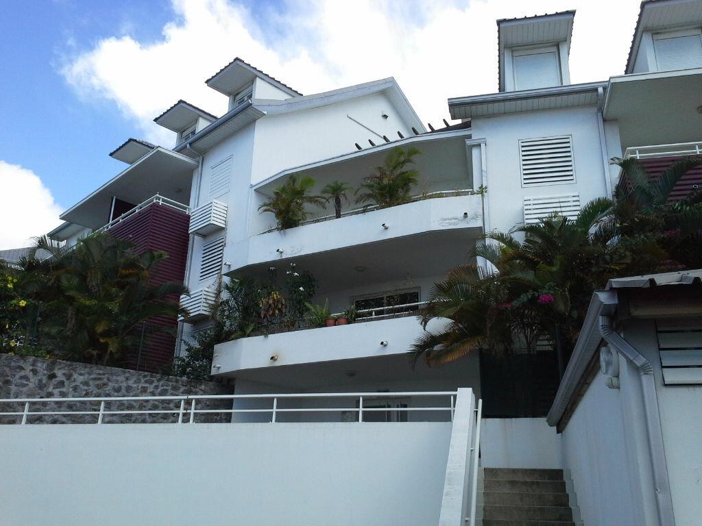 Appartement à louer 2 48.7m2 à Saint-Denis vignette-1