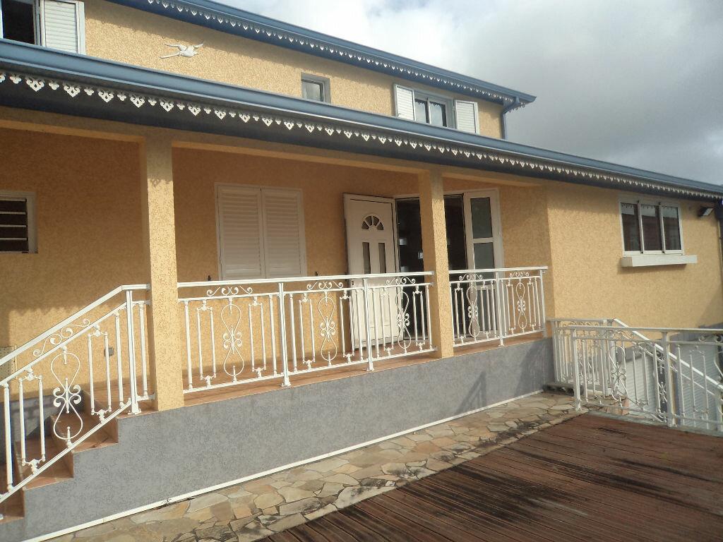 Maison à louer 4 150m2 à Le Tampon vignette-2