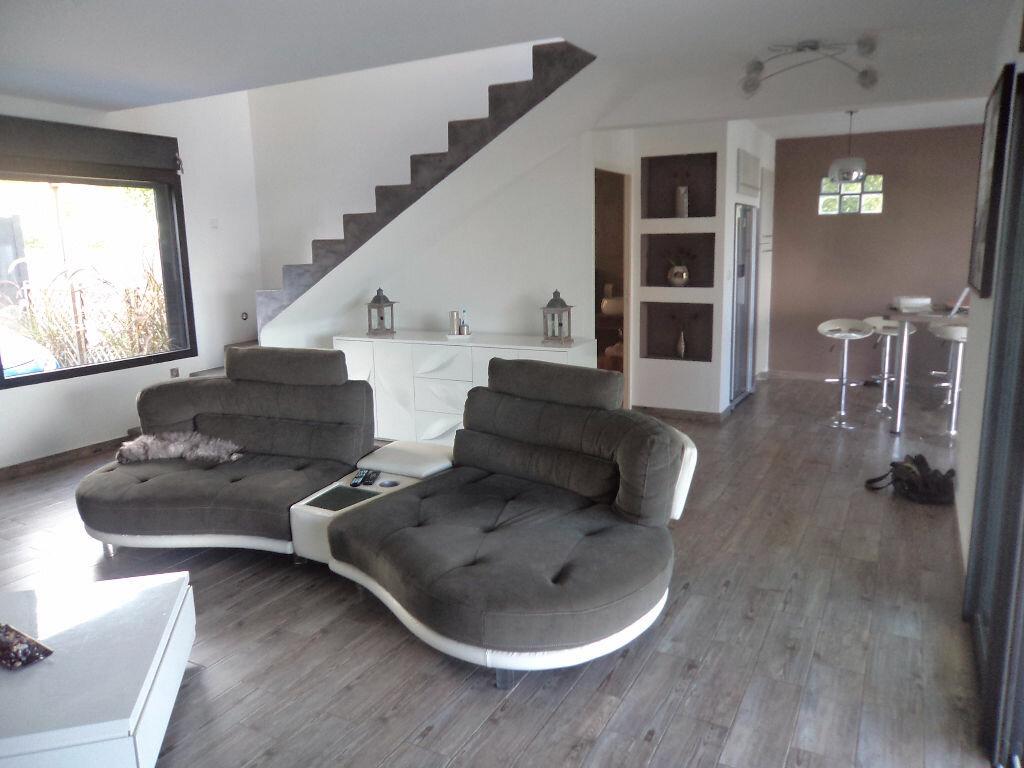Maison à louer 4 140m2 à Saint-Pierre vignette-2