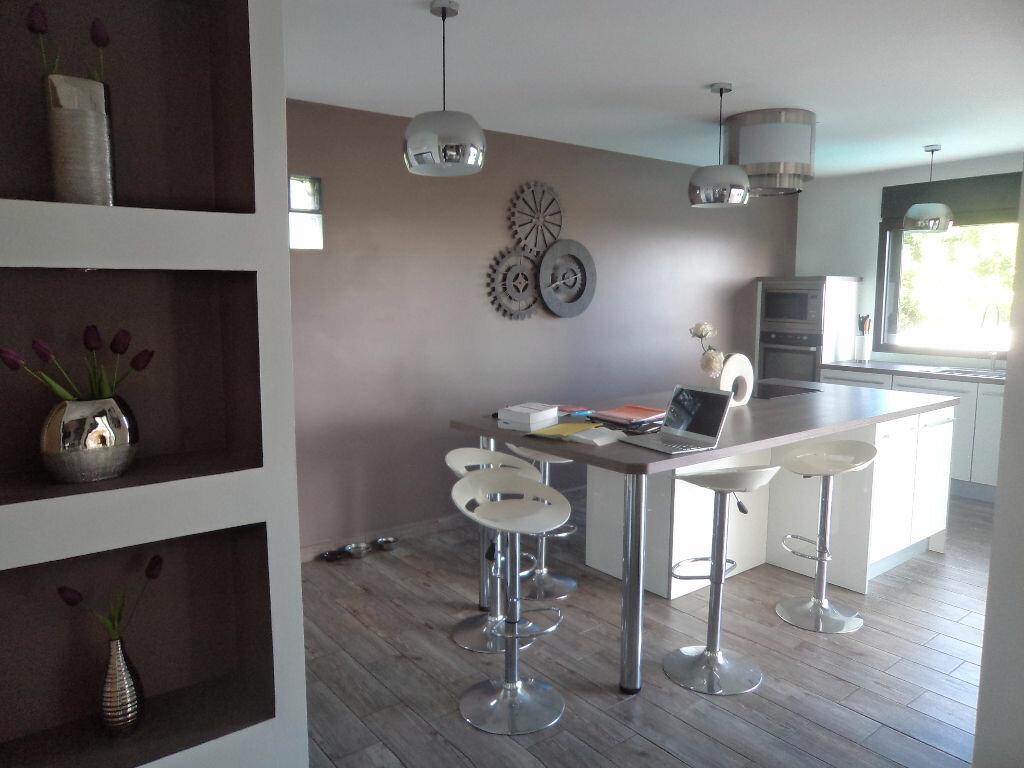 Maison à louer 4 140m2 à Saint-Pierre vignette-3