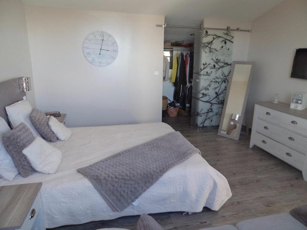 Maison à louer 4 140m2 à Saint-Pierre vignette-7