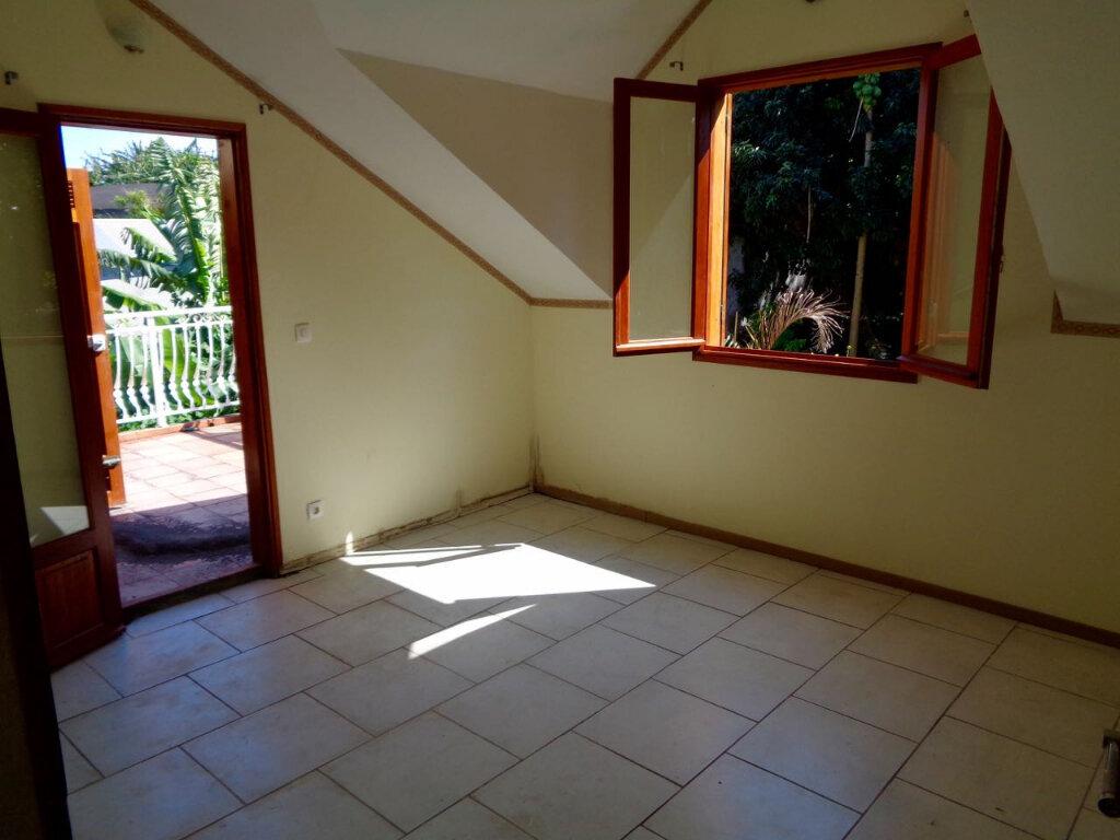 Maison à vendre 10 170m2 à Petite-Île vignette-2