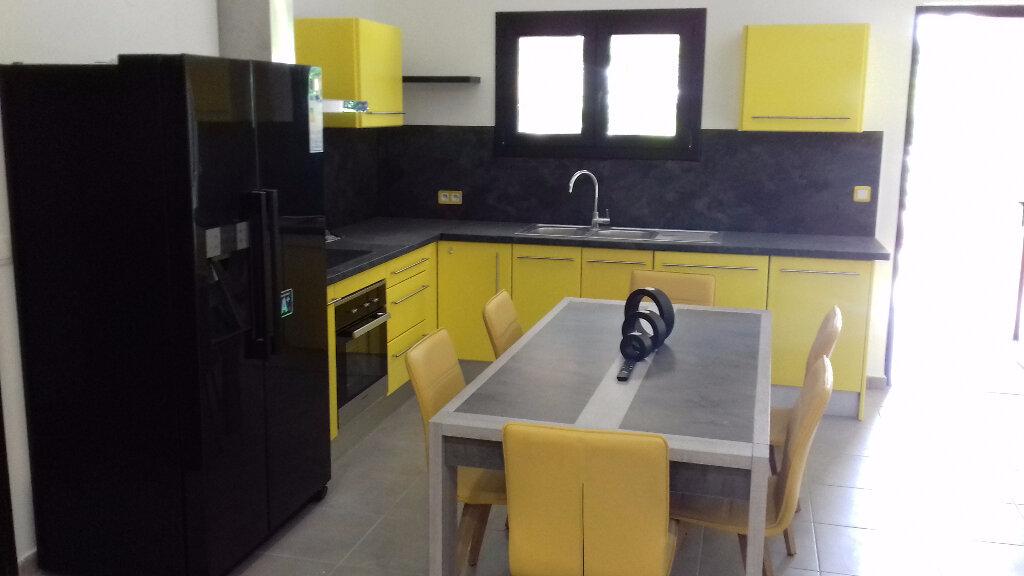 Appartement à louer 3 105m2 à Saint-Pierre vignette-1