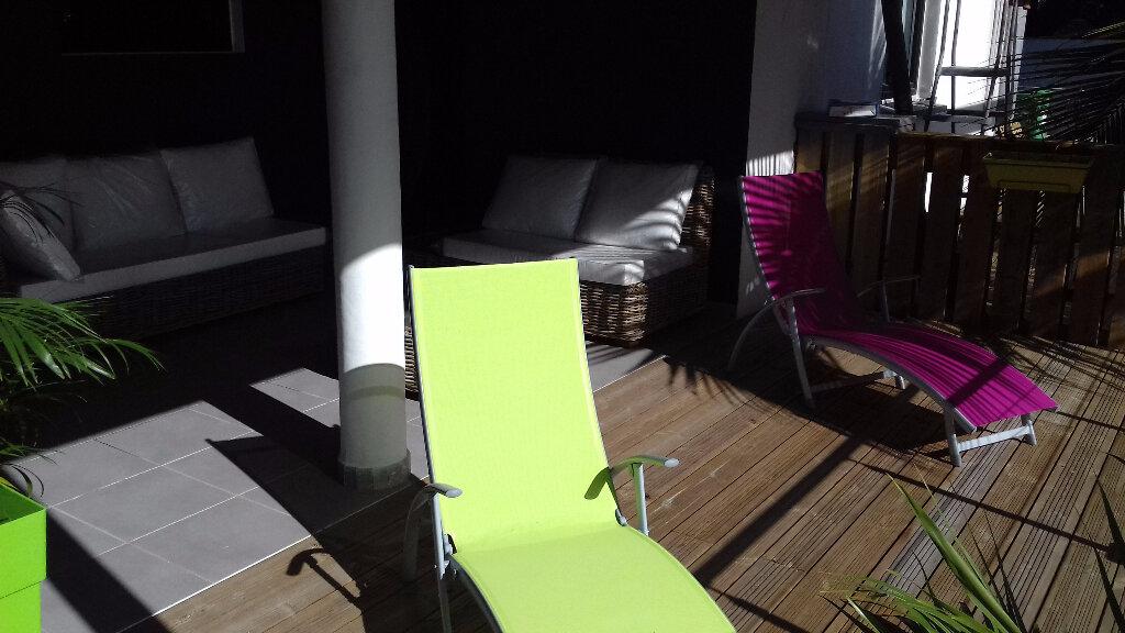 Appartement à louer 3 105m2 à Saint-Pierre vignette-4