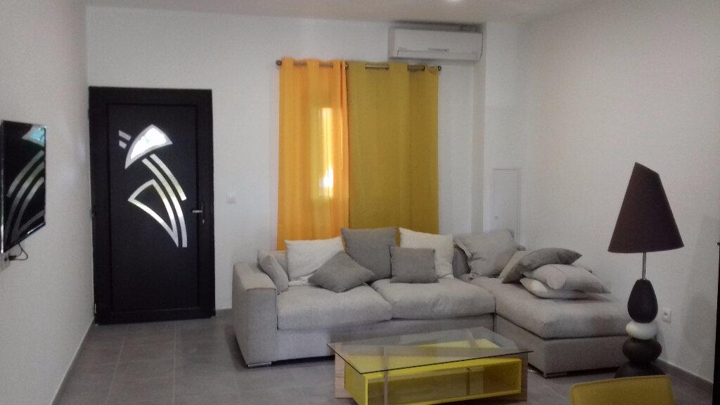 Appartement à louer 3 105m2 à Saint-Pierre vignette-8