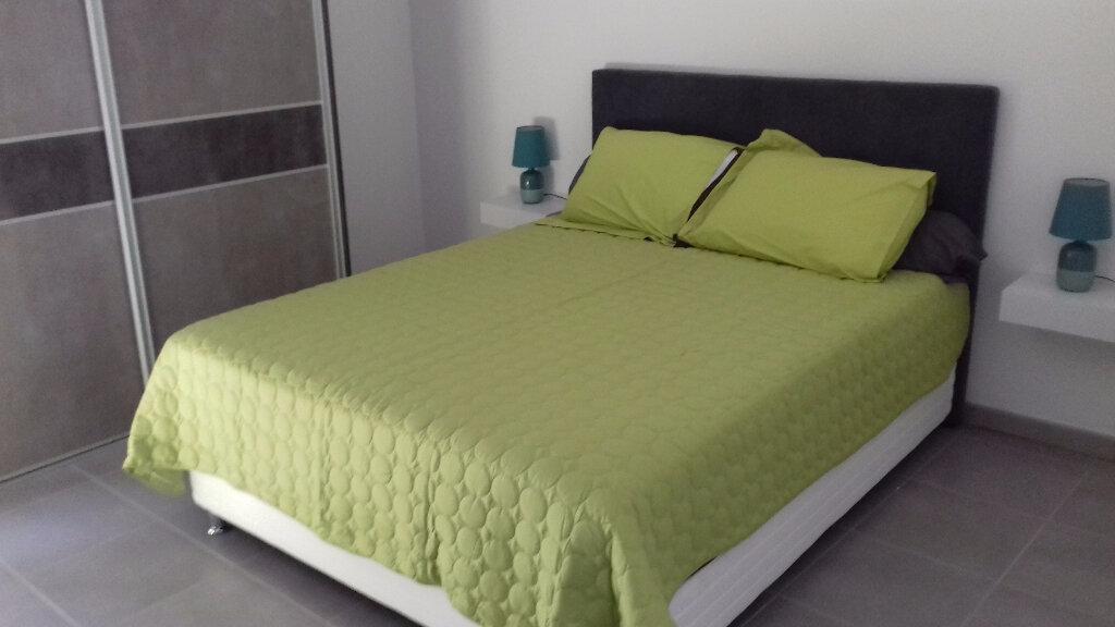 Appartement à louer 3 105m2 à Saint-Pierre vignette-10