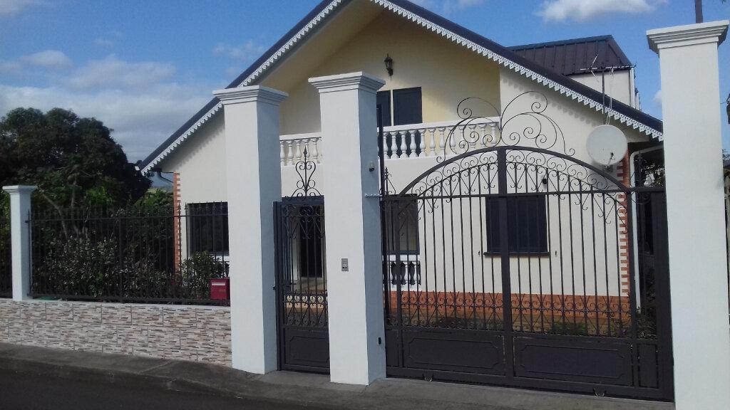 Maison à louer 6 170m2 à L'Étang-Salé vignette-1