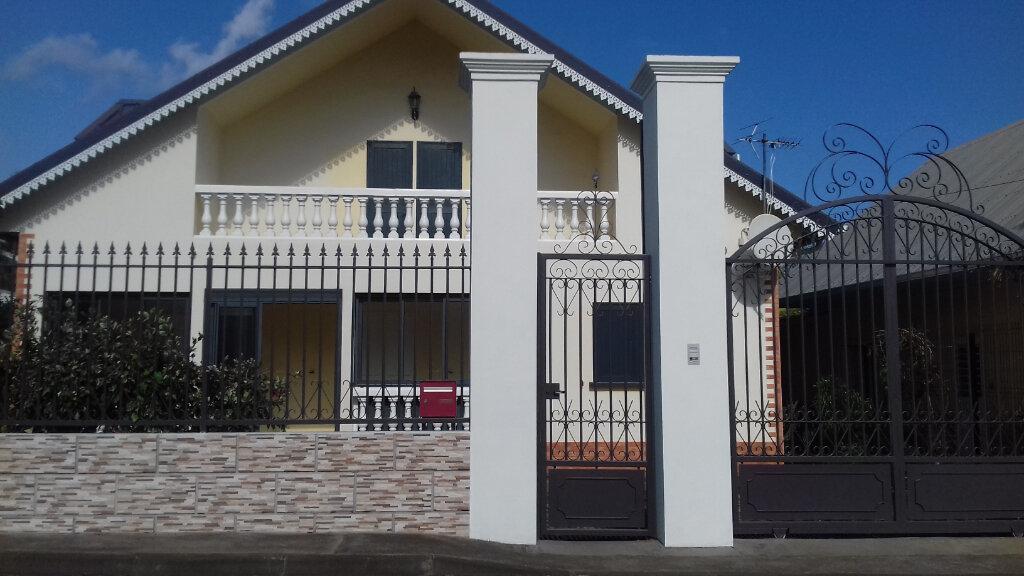 Maison à louer 6 170m2 à L'Étang-Salé vignette-2