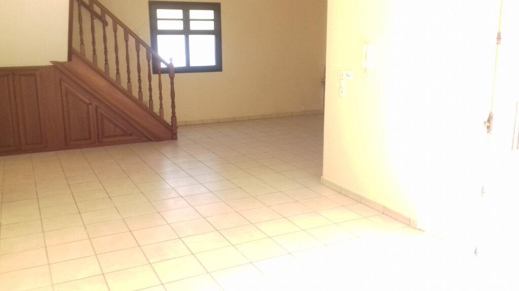 Maison à louer 6 170m2 à L'Étang-Salé vignette-3