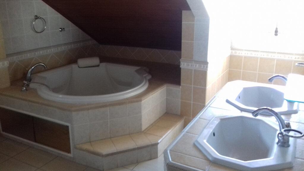 Maison à louer 6 170m2 à L'Étang-Salé vignette-6