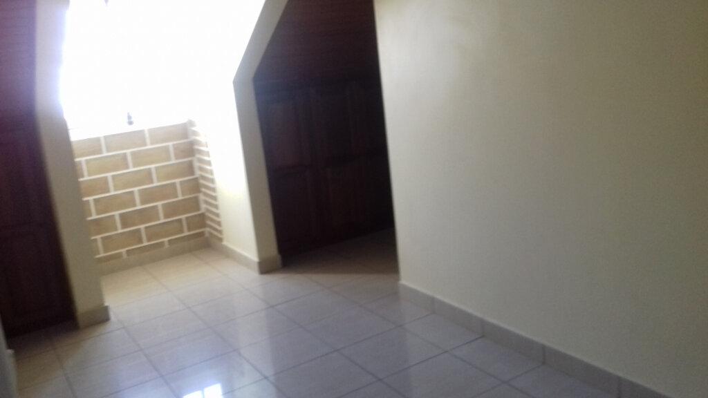 Maison à louer 6 170m2 à L'Étang-Salé vignette-9