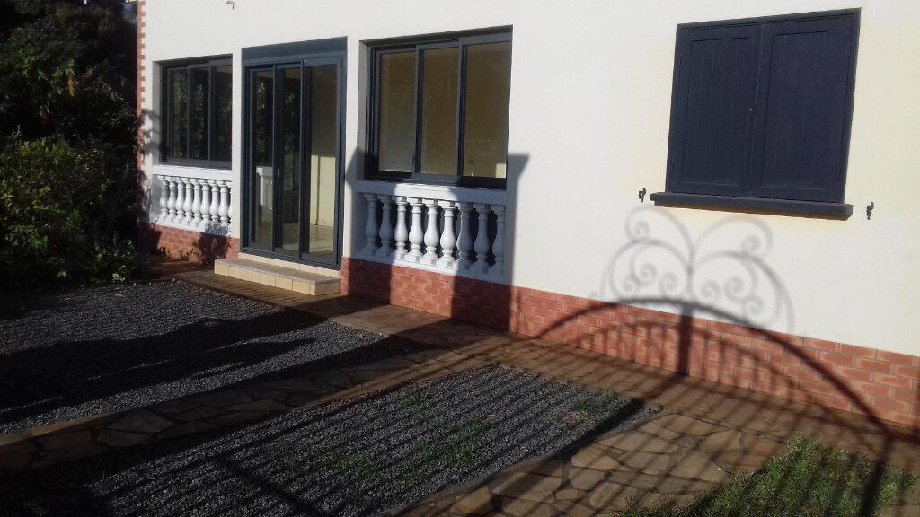 Maison à louer 6 170m2 à L'Étang-Salé vignette-11