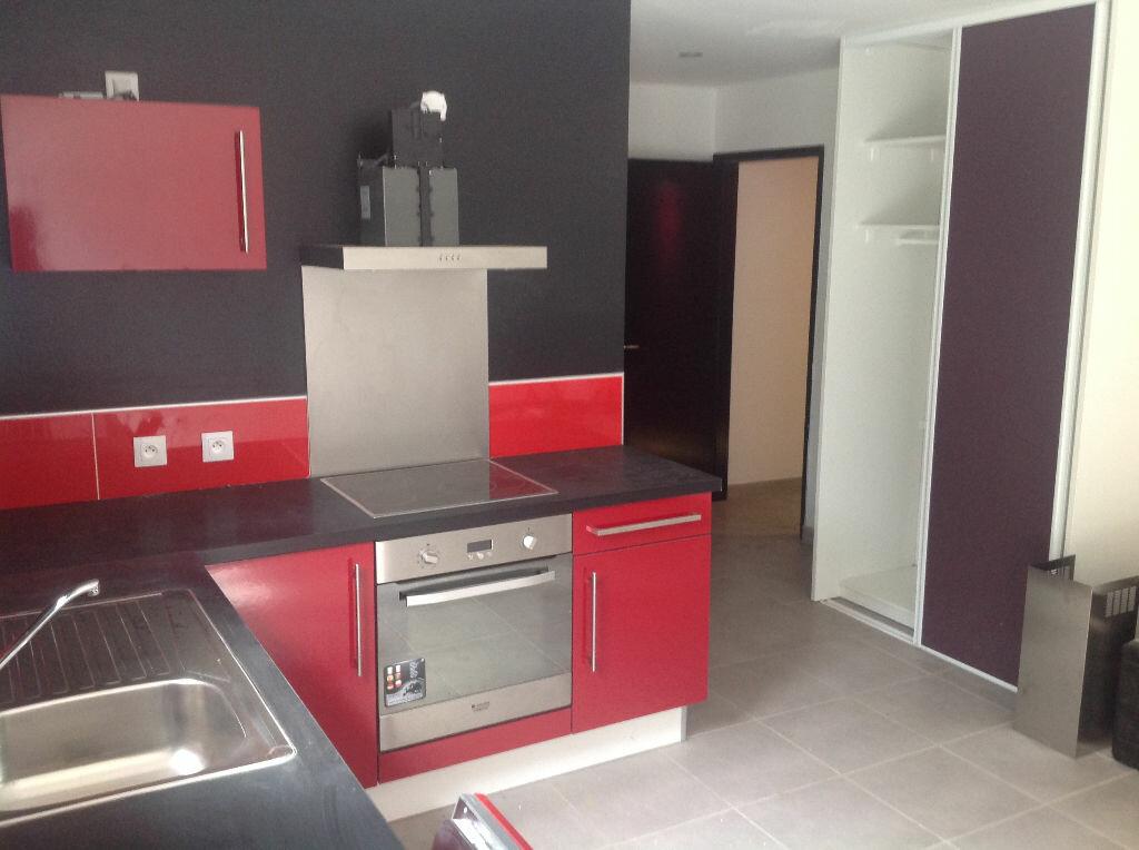 Appartement à louer 1 30m2 à Saint-Pierre vignette-3