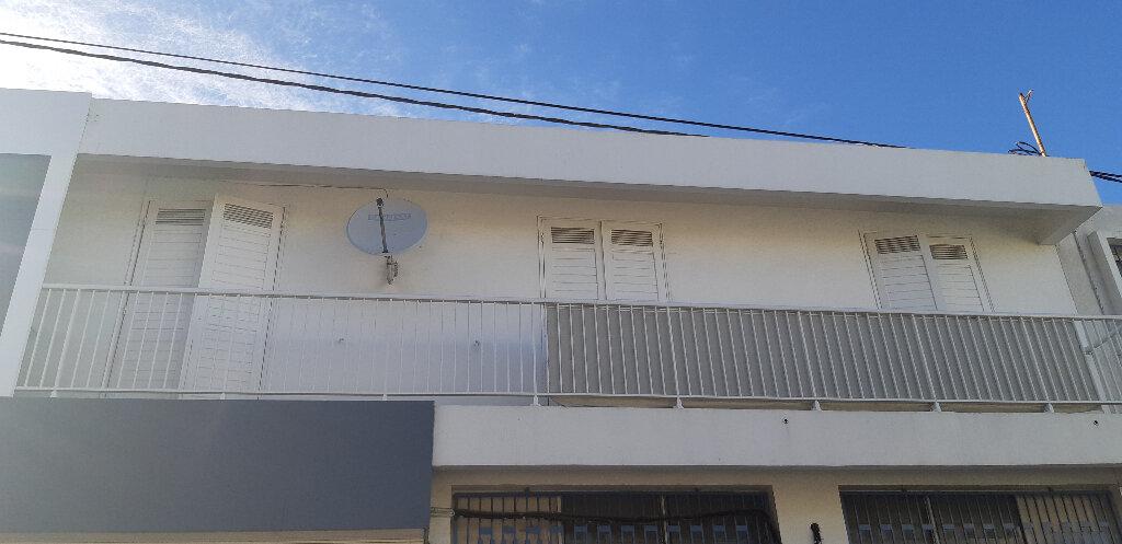 Appartement à vendre 8 162m2 à Saint-Pierre vignette-2