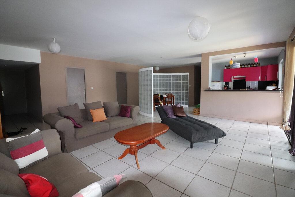 Appartement à vendre 5 122m2 à Saint-Denis vignette-2