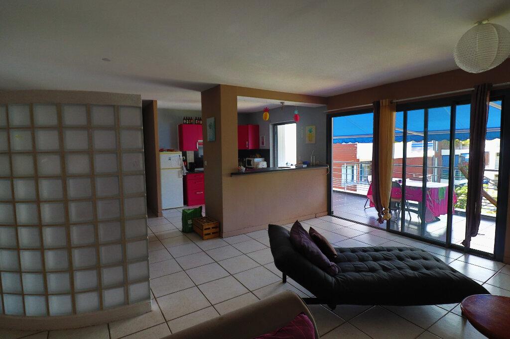 Appartement à vendre 5 122m2 à Saint-Denis vignette-3