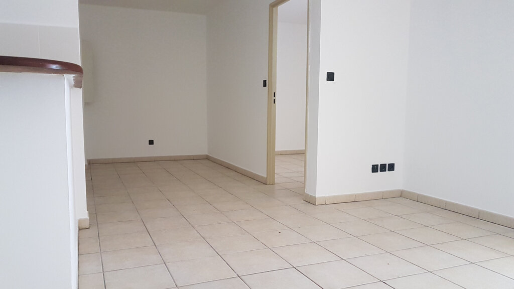 Appartement à vendre 2 37m2 à Saint-Denis vignette-1