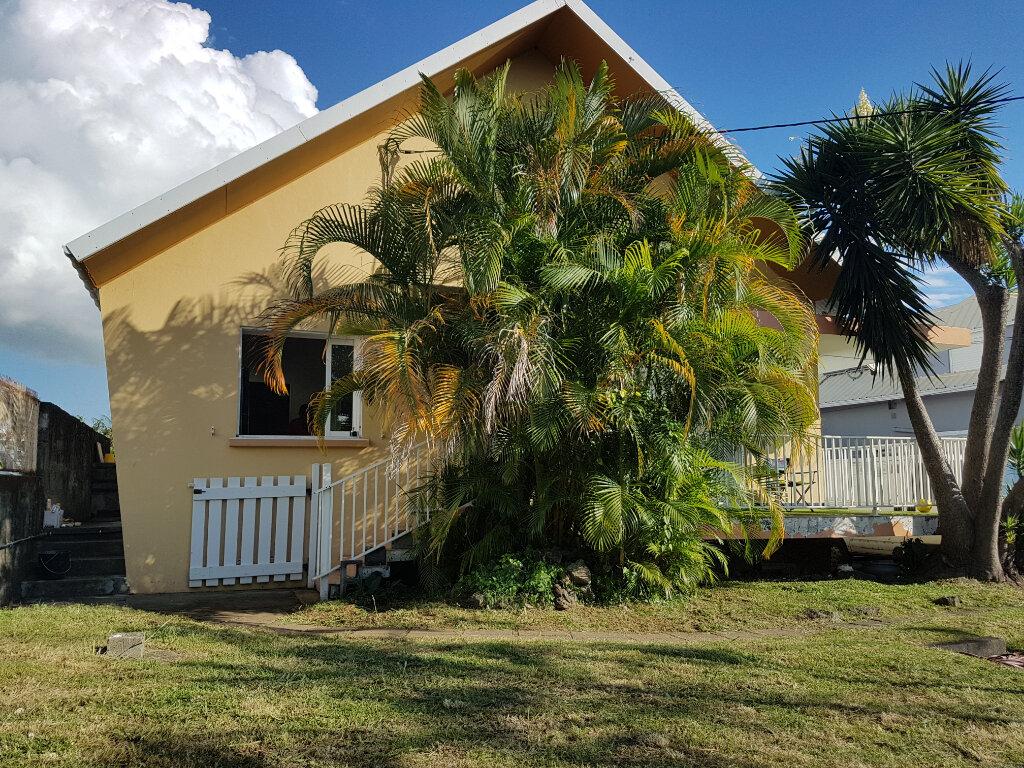 Maison à vendre 4 185m2 à Saint-Pierre vignette-1