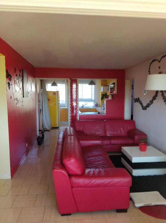 Appartement à vendre 4 67m2 à Saint-Denis vignette-1