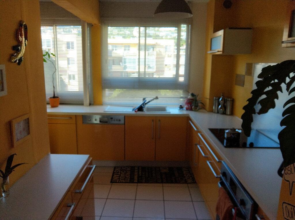 Appartement à vendre 4 67m2 à Saint-Denis vignette-3
