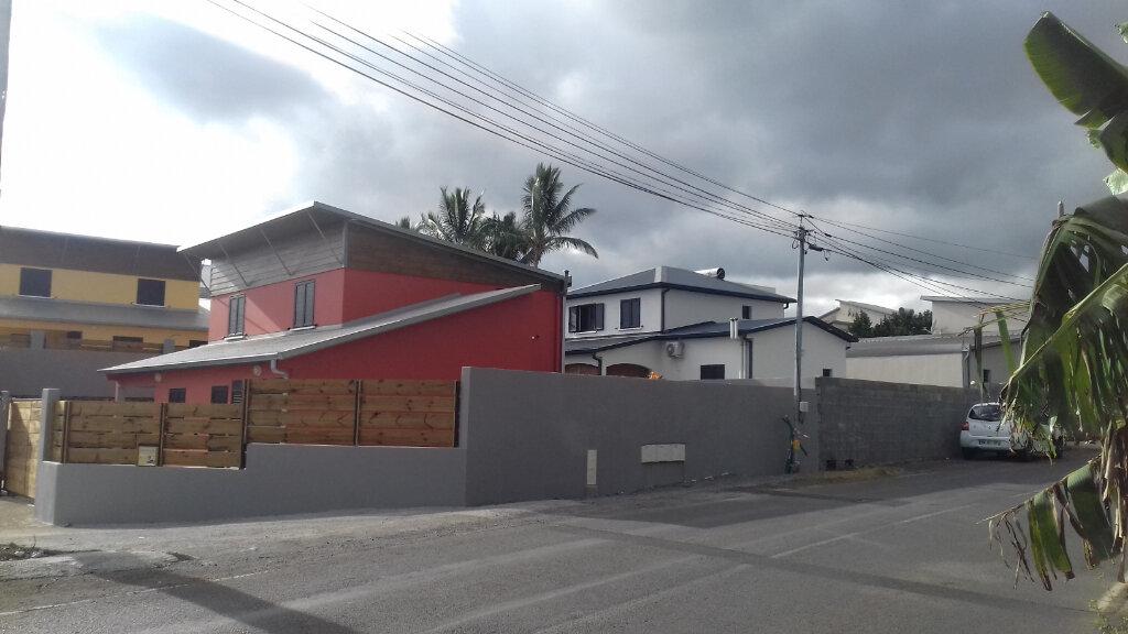 Maison à louer 5 140m2 à Saint-Pierre vignette-1