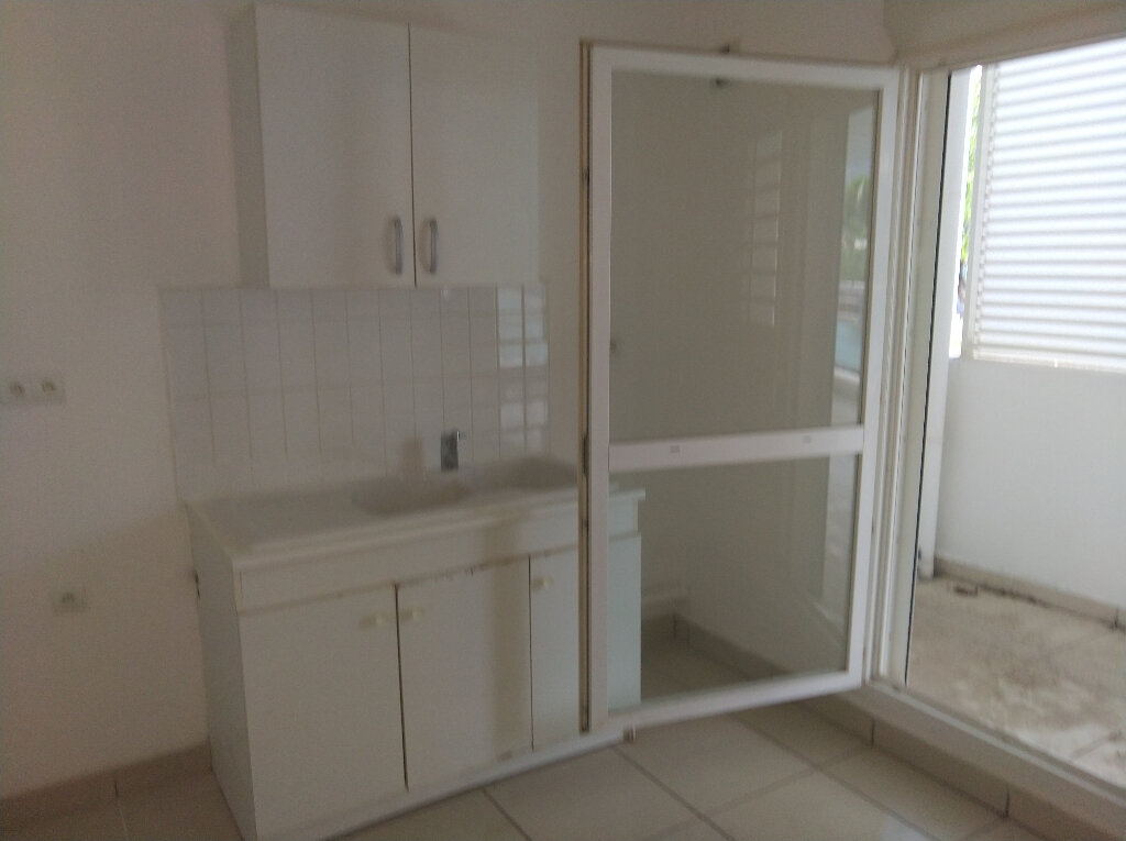 Appartement à vendre 2 48m2 à Saint-Denis vignette-2