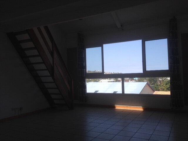 Appartement à louer 2 65m2 à Saint-Paul vignette-1