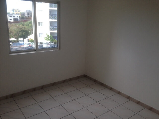 Appartement à louer 4 81m2 à Sainte-Marie vignette-3