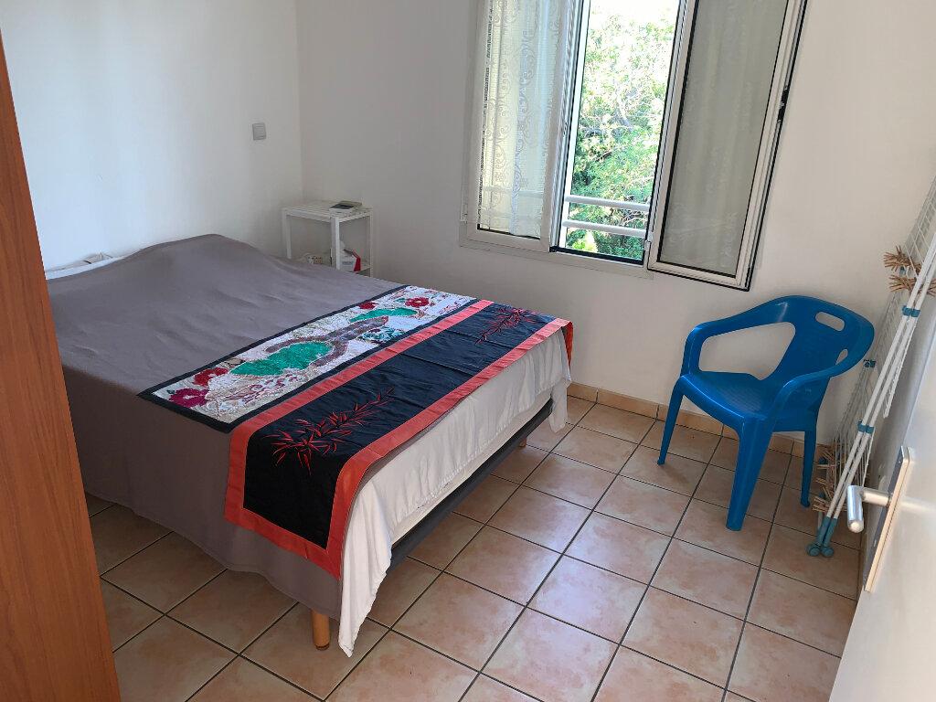 Appartement à vendre 3 60m2 à Saint-Pierre vignette-4