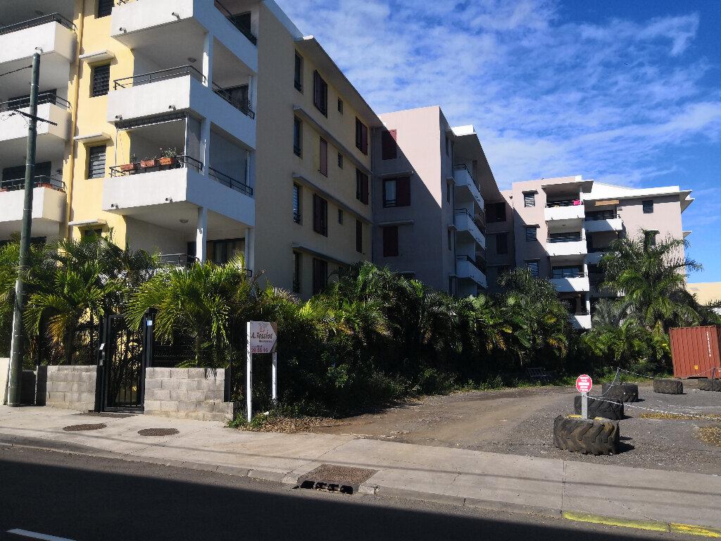 Appartement à vendre 2 61m2 à Saint-Pierre vignette-1