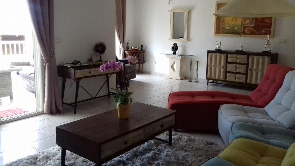 Maison à louer 4 110m2 à Saint-Pierre vignette-2