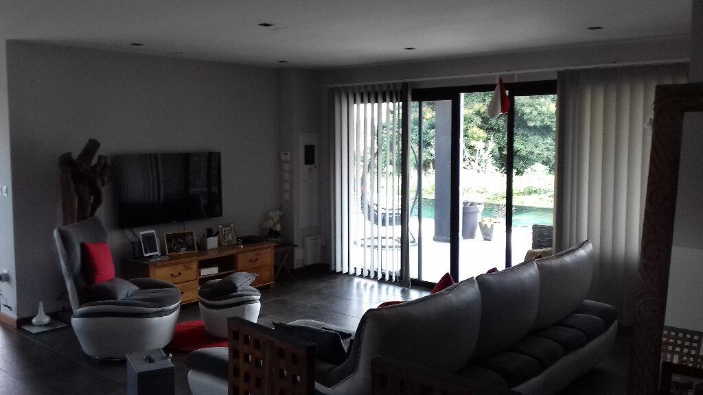 Maison à louer 5 150m2 à Le Tampon vignette-9