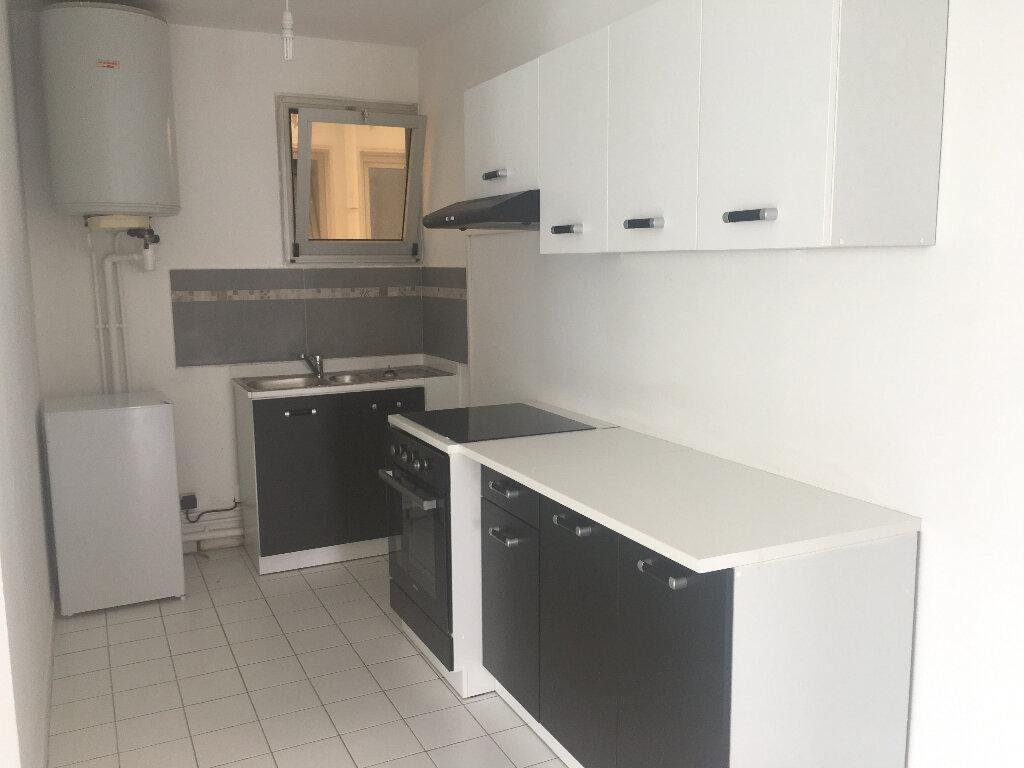 Appartement à louer 2 50m2 à Saint-Paul vignette-2