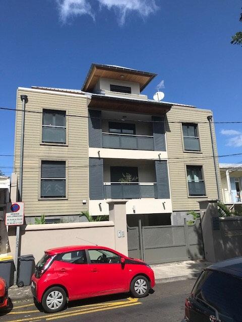 Appartement à louer 4 150m2 à Saint-Denis vignette-1