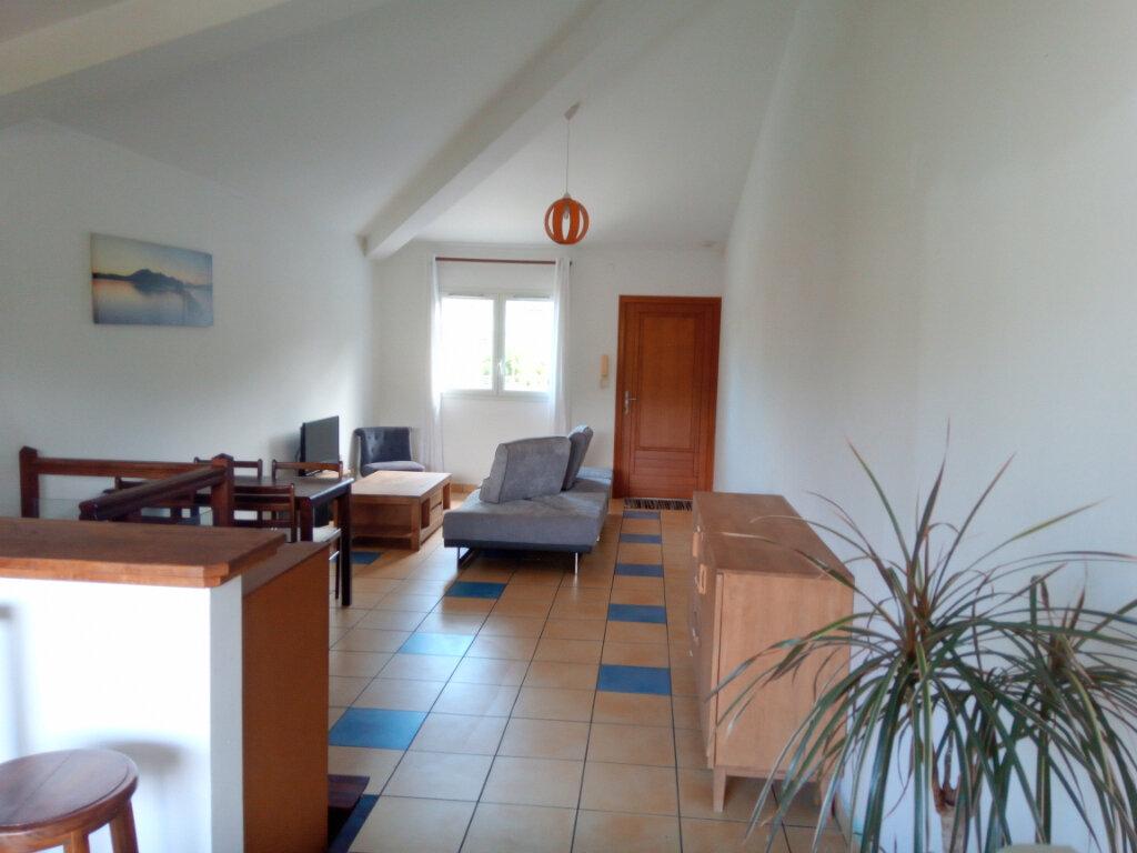 Appartement à louer 3 70m2 à Saint-Paul vignette-1