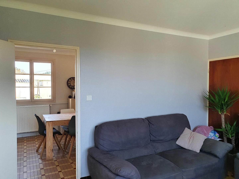 Maison à vendre 6 105m2 à Saint-Hilaire-la-Palud vignette-2