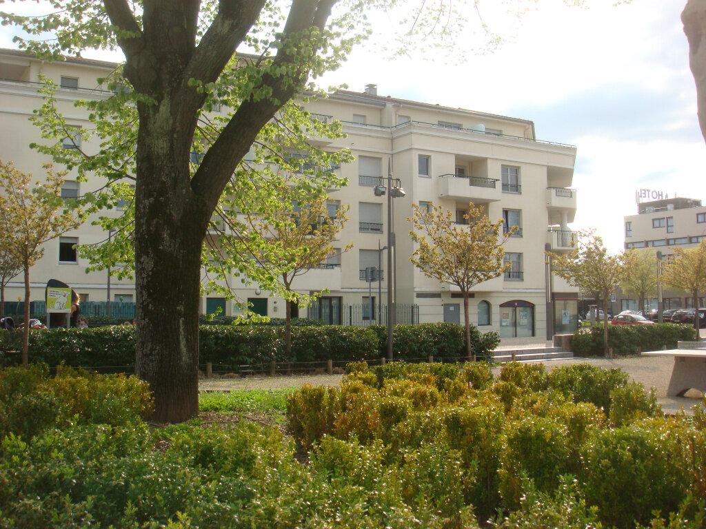 Appartement à louer 2 32m2 à Chassieu vignette-1