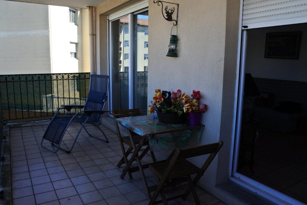Appartement à vendre 3 69m2 à Décines-Charpieu vignette-2