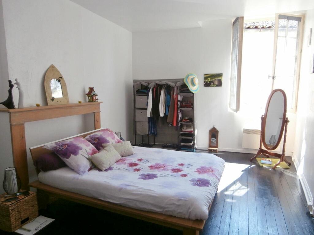 Appartement à louer 4 126m2 à Issigeac vignette-4