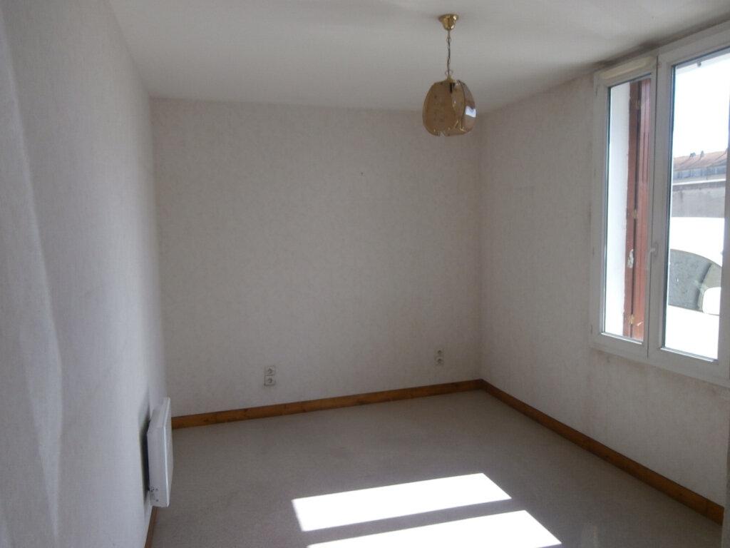 Appartement à louer 3 60m2 à Bergerac vignette-2