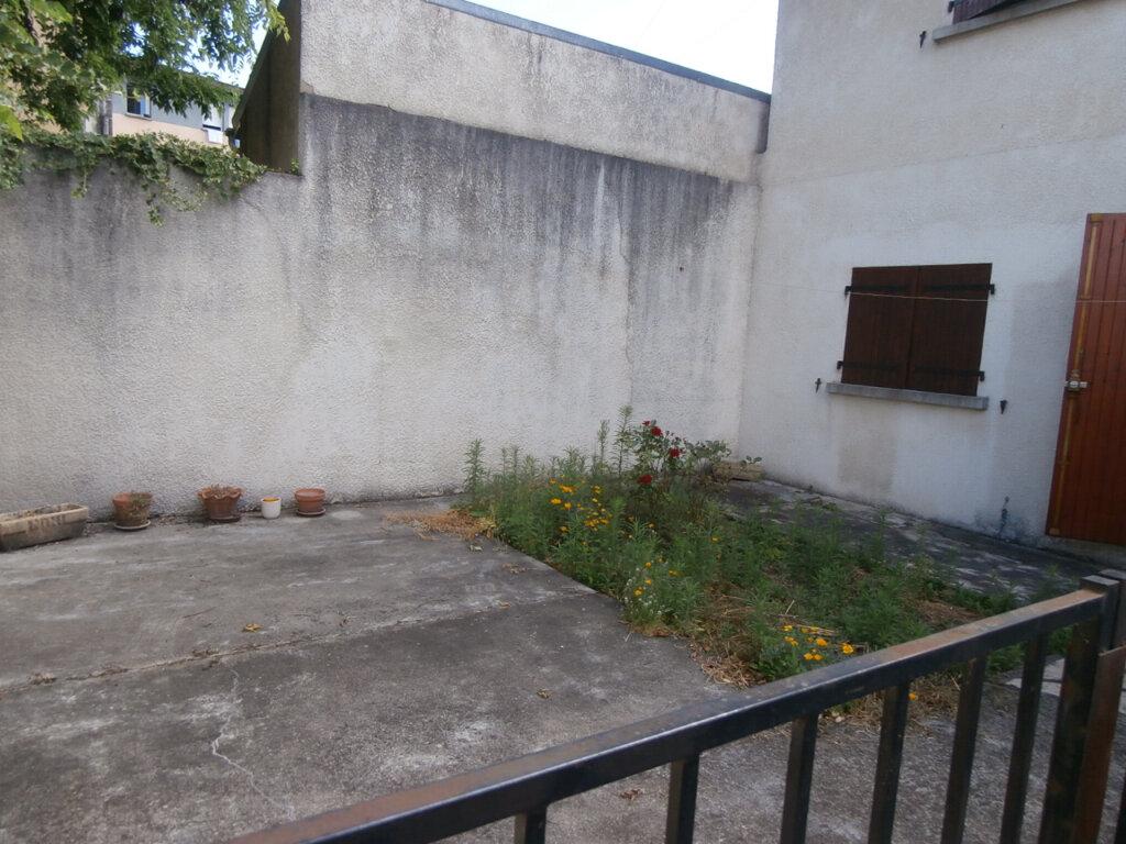 Appartement à louer 3 60m2 à Bergerac vignette-5