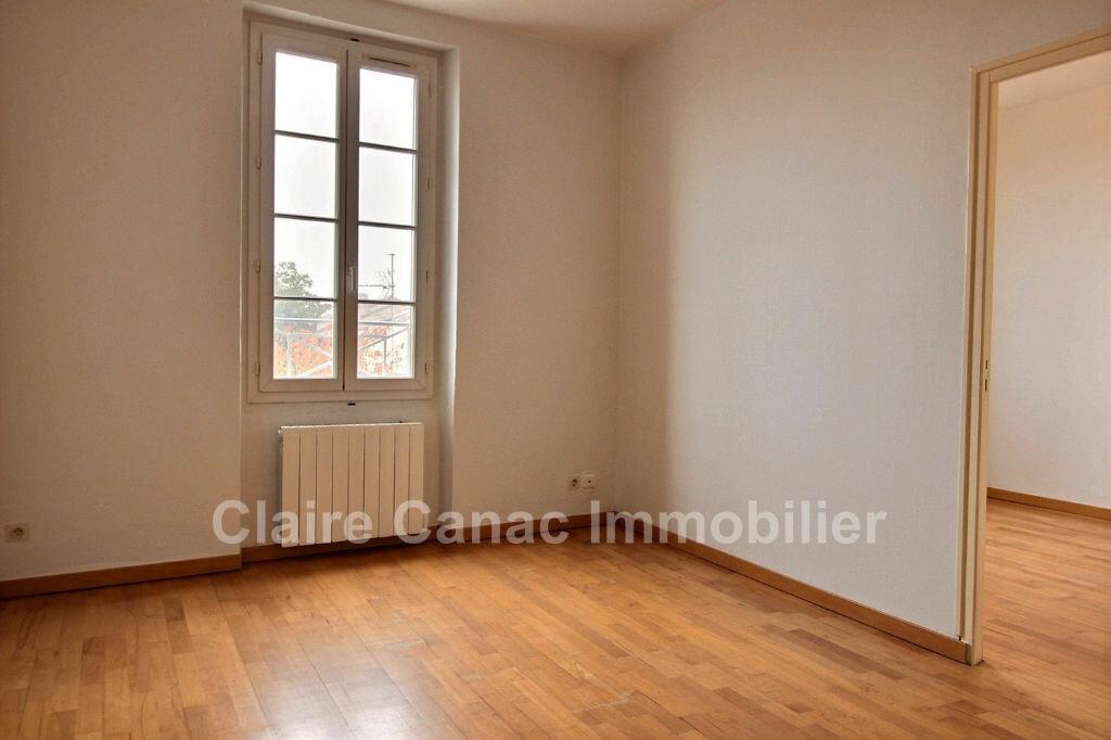 Appartement à louer 2 37m2 à Saint-Sulpice-la-Pointe vignette-1