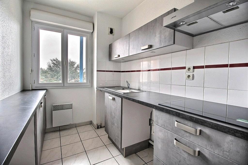Appartement à louer 3 59.62m2 à Castres vignette-1