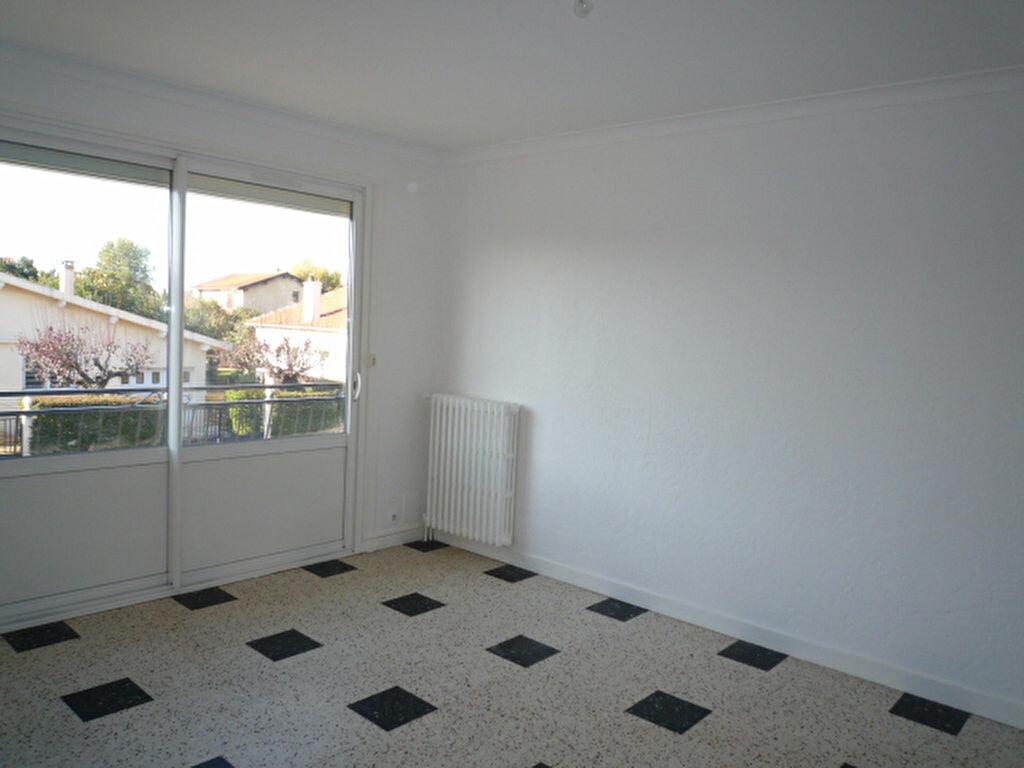 Maison à louer 4 80m2 à Saint-Sulpice-la-Pointe vignette-4