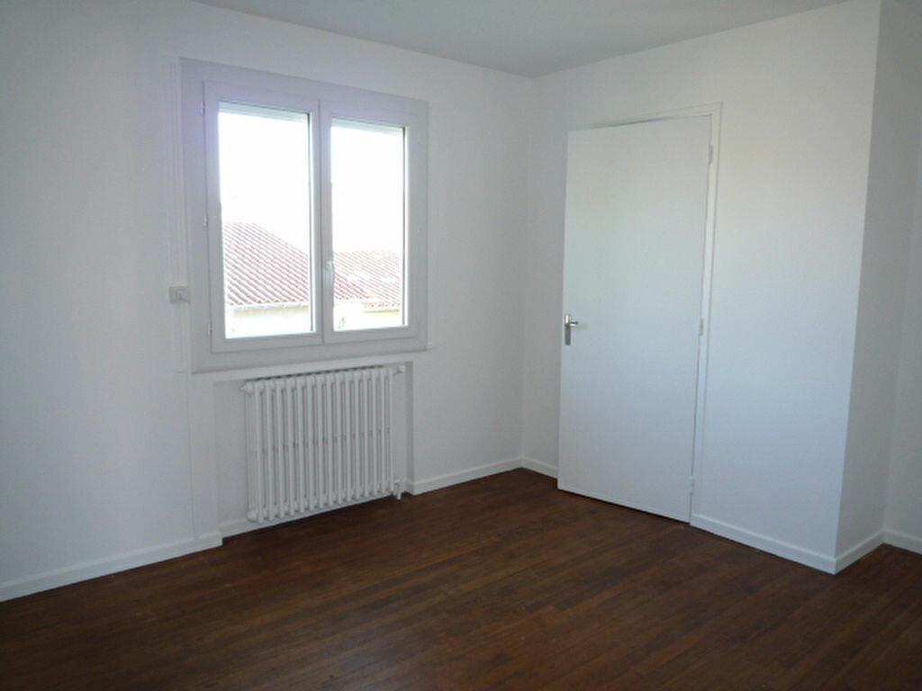 Maison à louer 4 80m2 à Saint-Sulpice-la-Pointe vignette-6